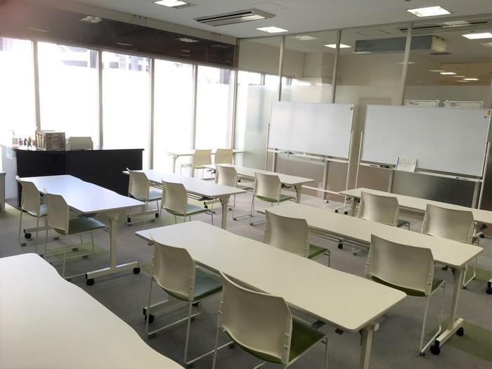 訓練室です。日当たりも良く、とても明るい部屋となっております