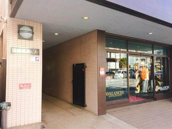 横浜駅みなみ西口から徒歩8分ほどの場所にあります。