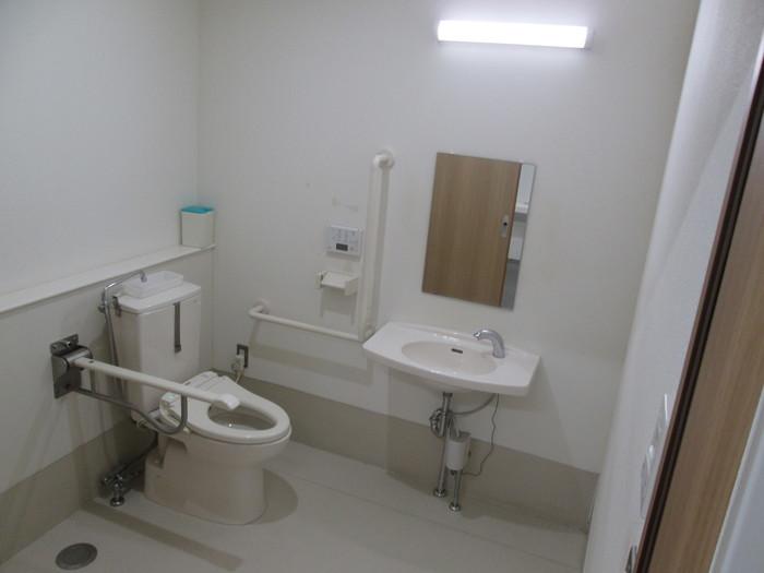 身障者用トイレも設置しております。
