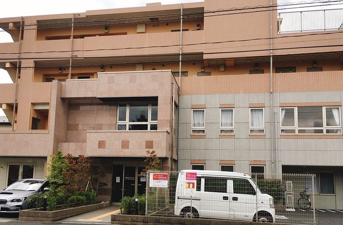 川口の前川神社が近くにあり、天神前バス停はすぐ前です。