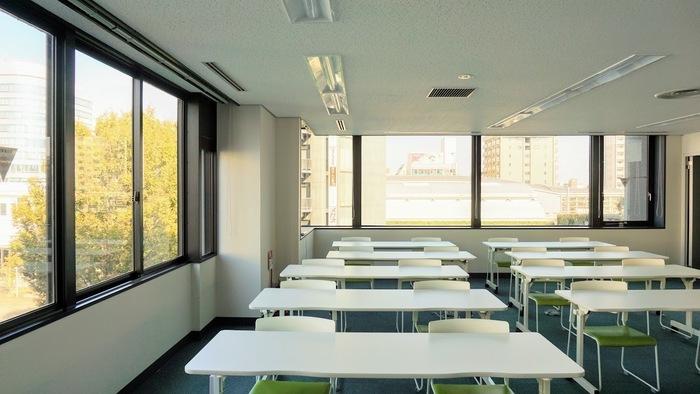 こちらは訓練室から見える風景です。窓からは武蔵野プレイスがみえます。