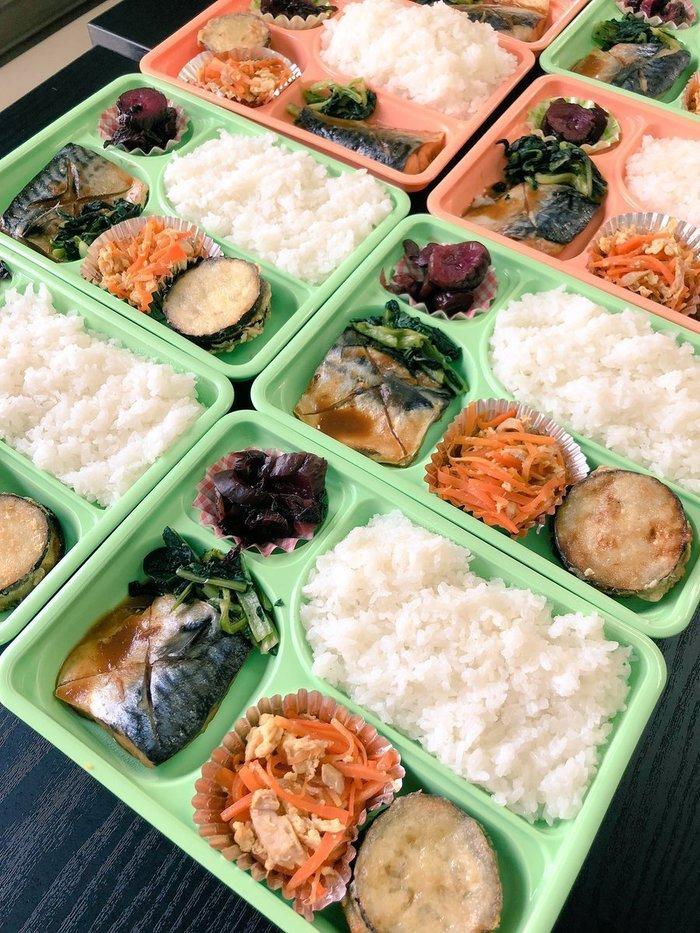 毎日おいしい手作りの食事の提供があります。1食300円です。