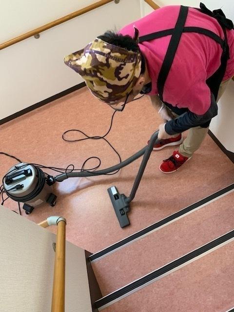老人ホームの食堂・廊下・階段等の清掃もお任せいただいています。