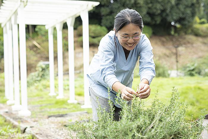 店舗に併設されているお庭の手入れもお仕事の1つです。