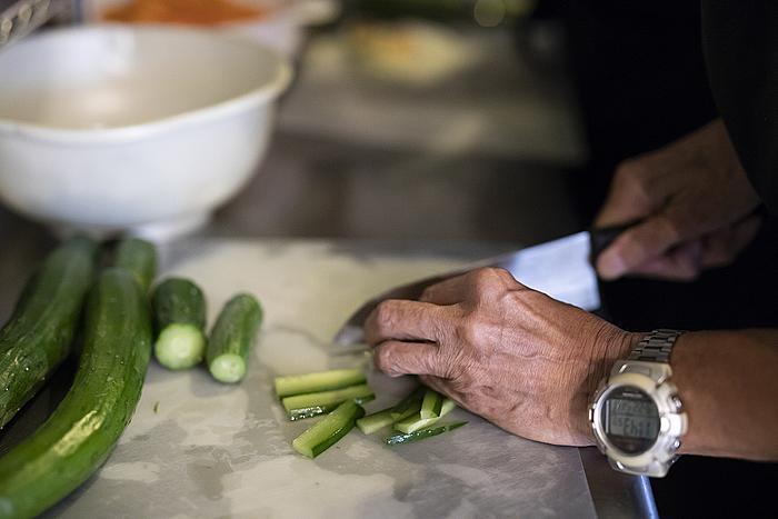 野菜を使った料理が多いため、野菜のカットは常にあるお仕事です。